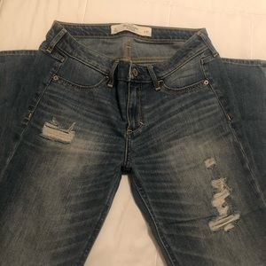 Abercrombie & Fitch Destroyed Skinny Jeans